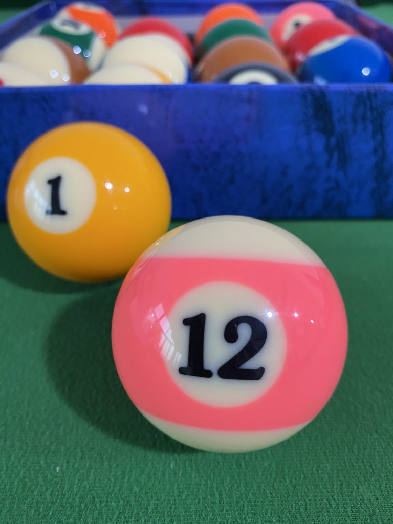 Chinese 16 color billiards supplies black eight crystal billiards snooker ball standard size